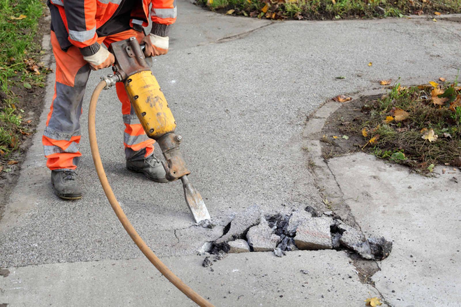 skuwanie betonu młotem pneumatycznym