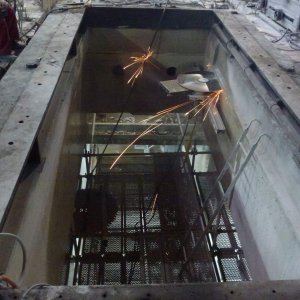 Cutting concrete and reinforced concrete with diamond wall circular saws